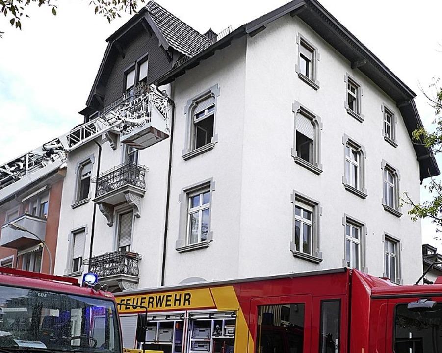 Mit der Drehleiter rückte die Feuerwehr an.   | Foto: Ralf Burgmaier