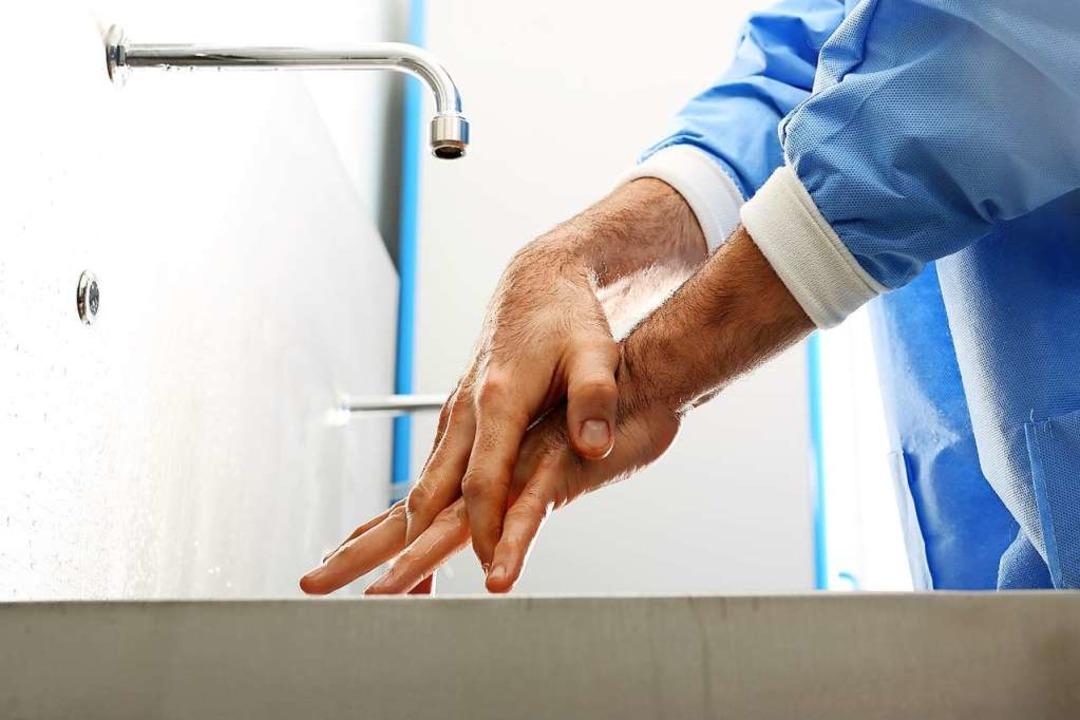 Wirksame Infektionsprävention in Kliniken: die Händehygiene (Symbolbild).  | Foto: Robert Przybysz - stock.adobe.com