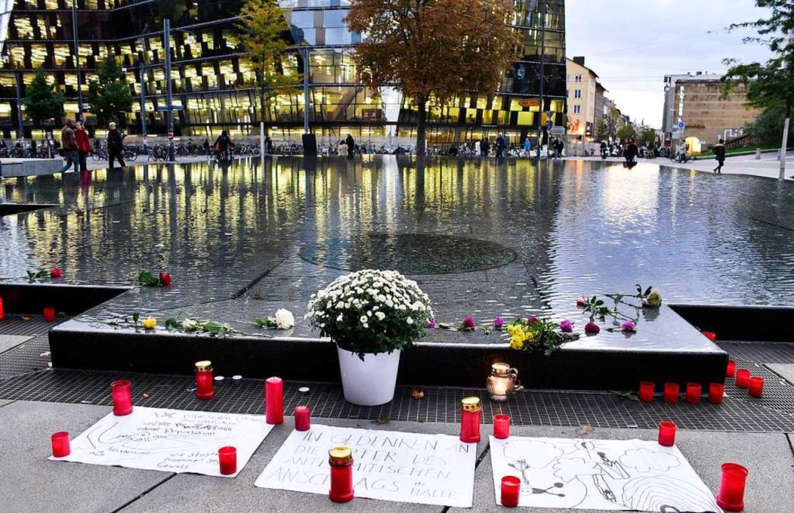 Gedenken in Freiburg an die Opfer von Halle    Foto: Thomas Kunz