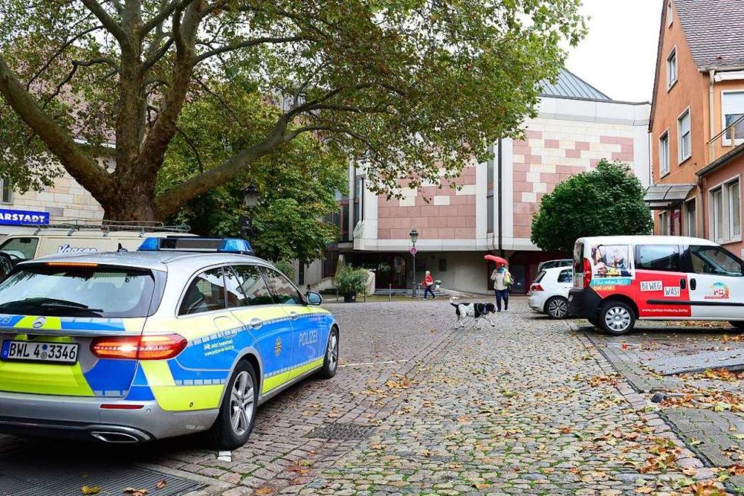 Die Polizei hat die Sicherheitsvorkehr...Nussmannstraße in der Altstadt erhöht.    Foto: Ingo Schneider