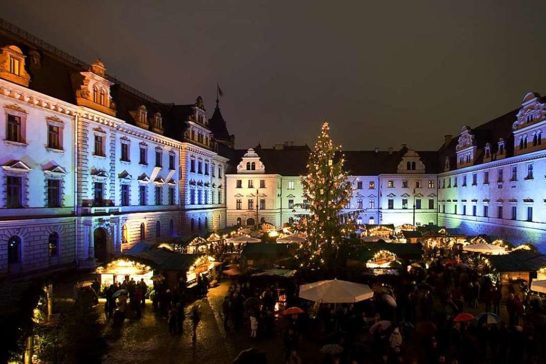 Romantisch: Weihnachtsmarkt im Hof von Schloss Thurn und Taxis  | Foto: Paul Mazurek (Regensburg Tourismus GmbH)