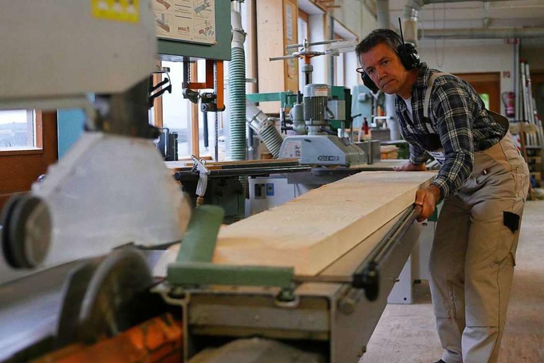 Präzise: Reinhard Brunner bei der Arbeit  | Foto: Jannik Jürgens