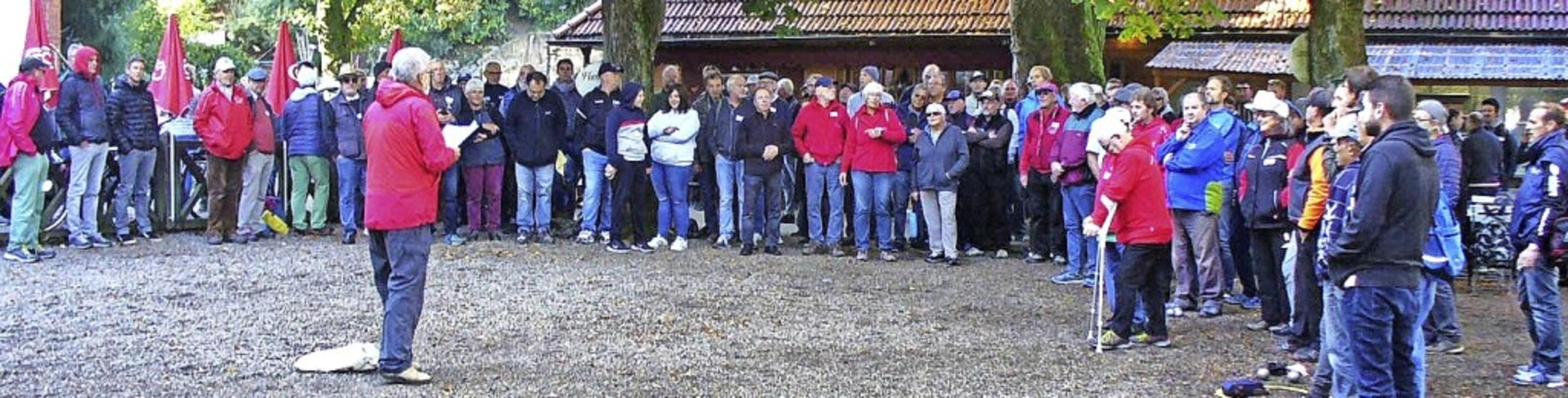 Lothar Beckmann begrüßte fast 140 Boul...enturnier der Offenen Liste Waldkirch.    Foto: Beckmann