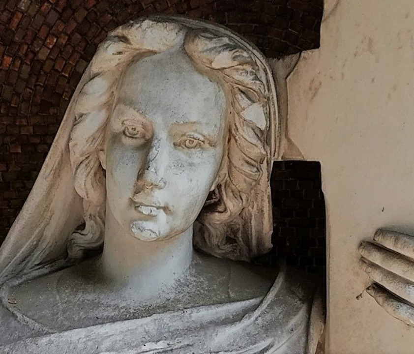 Die Figur auf dem Familiengrab Berberi...of wurde von Heinrich Ruf geschaffen.   | Foto: Bernd Crößmann