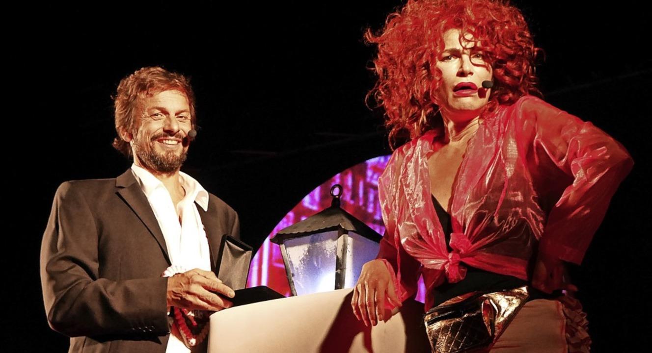 Romeo und Julia einmal anders: In der ...tollen Freier Ronald Spiess den Kopf.   | Foto: Marion Rank