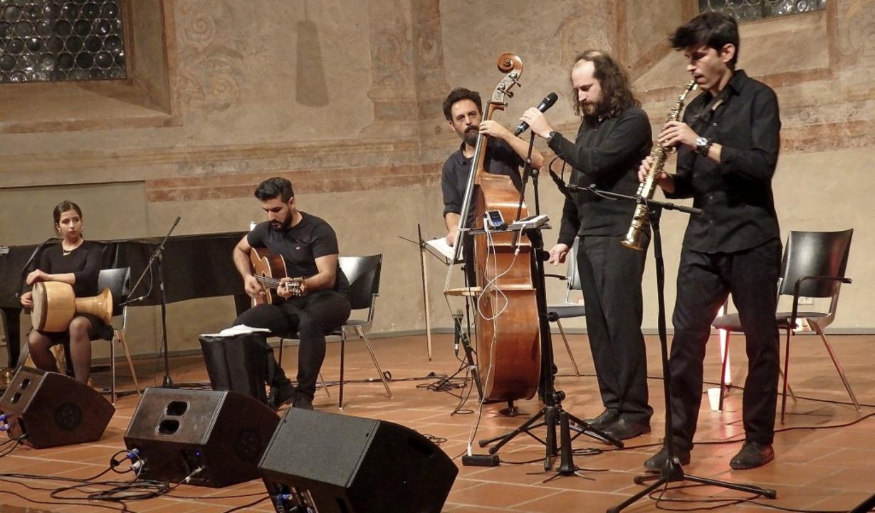 Das iranisch-israelische Ensemble Sist...e in einen wahren Begeisterungstaumel.    Foto: Bianca  Flier