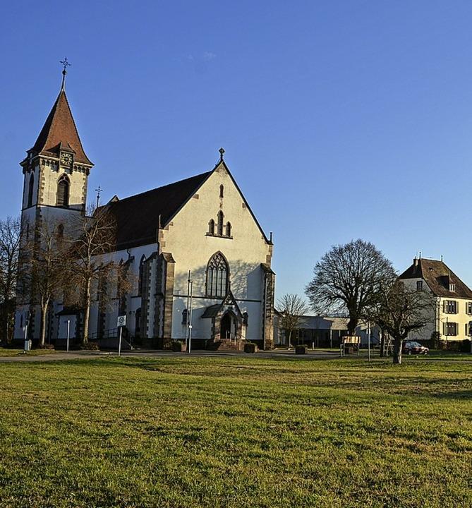 Die Kirche soll auf jeden Fall in den neuen Dorfplatz eingebunden werden.  | Foto: Benedikt Sommer
