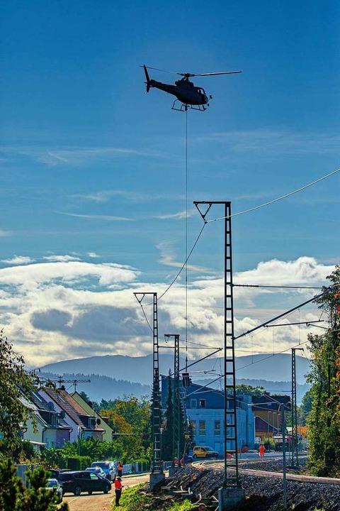 Der Hubschrauber im Einsatz  | Foto: Hubert Gemmert