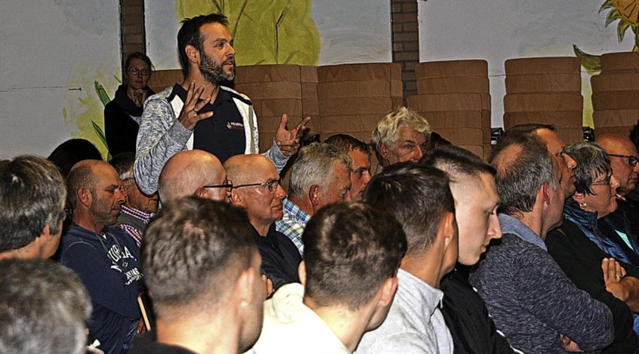 Rund 100 Bürger waren in die Pausenhal... Projekt Wilde Weiden zu informieren.   | Foto: Christiane Franz