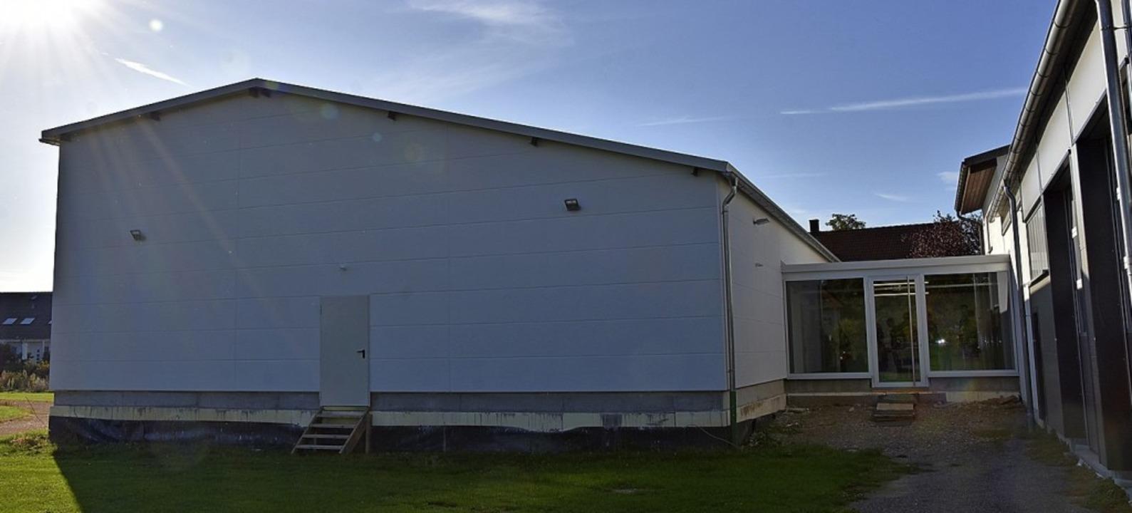 Die neue Turnhalle des TB Wyhlen in einer Außenansicht  | Foto: Heinz und Monika Vollmar