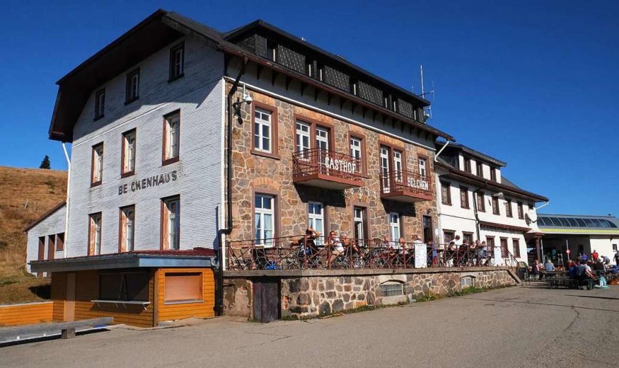 Das Belchenhaus ist rund 150 Jahre alt...n, dem Rad oder zu Fuß auf den Gipfel.  | Foto: Naturpark Südschwarzwald