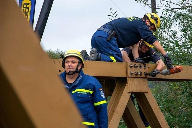 Wie das THW bei Maulburg eine Behelfsbrücke in 5000 Einzelteile zerlegt