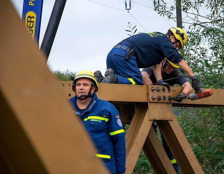Ein weiteres Brückenelement wird gelöst.  | Foto: Paul Eischet