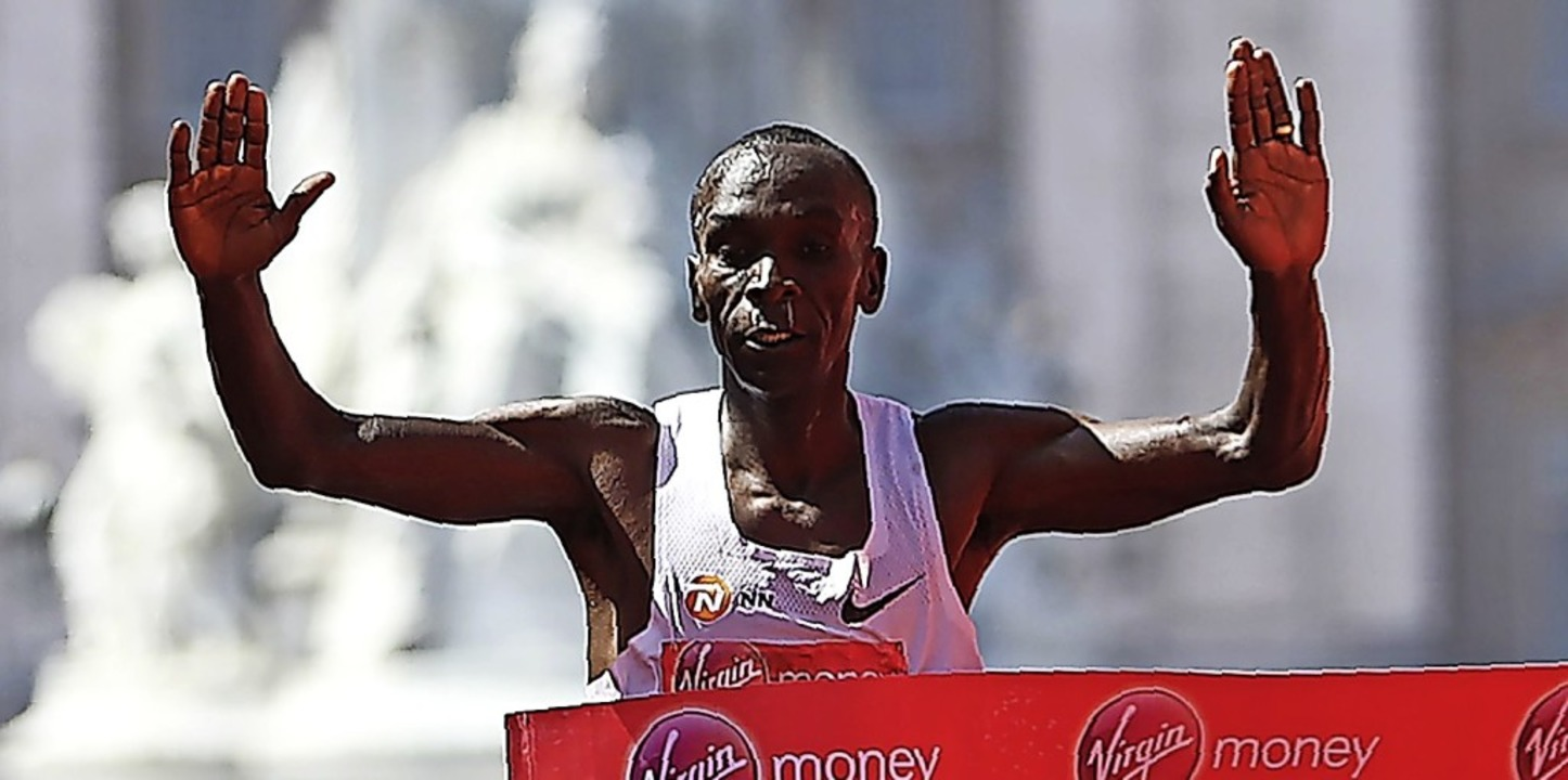 Eliud Kipchoge im vergangenen Jahr beim Gewinn des London-Marathons    Foto: DANIEL LEAL-OLIVAS