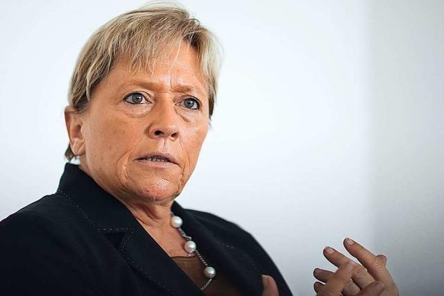Streit um Forschungsfabrik: Eisenmann greift Karliczek an