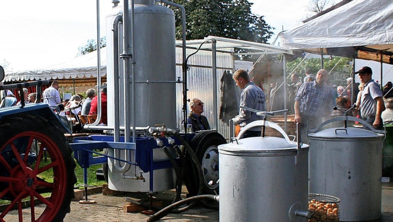 Hunderte Kartoffeln garen in der Dämpfmaschine während des Fests 2013.  | Foto: Reinhard Cremer