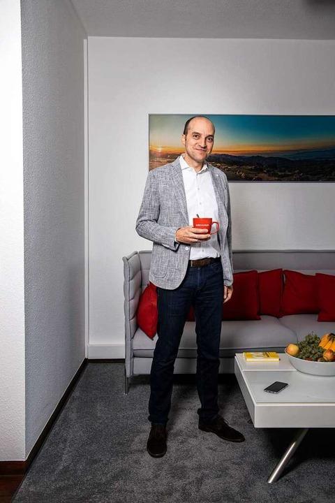 Das Smartphone immer in der Nähe &#821... nicht: Matthias Abel in seinem Büro.   | Foto: Joss Andres
