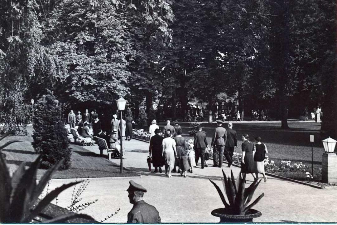 Der Schlosspark nach der Umgestaltung ...n, Beleuchtung und der Konzertmuschel.    Foto: Stadtarchiv Bad Säckingen