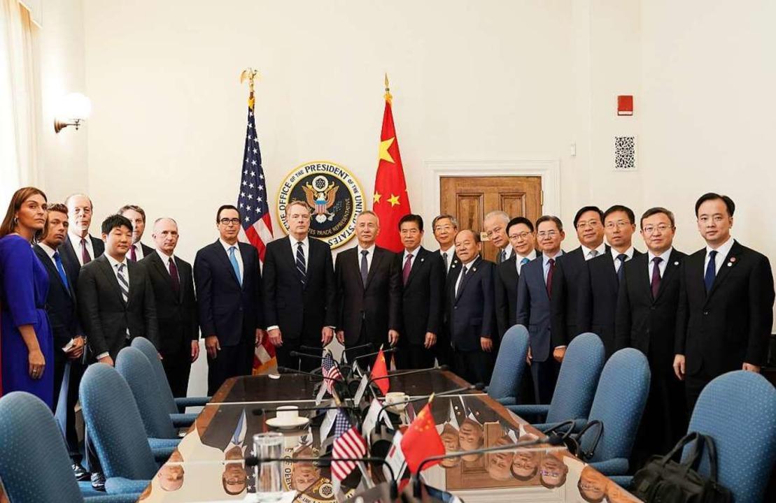 Ranghohe Vertreter der USA und China v... der beiden größten Volkswirtschaften.  | Foto: Liu Jie (dpa)