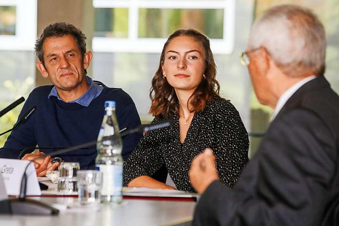 Lehrer Holger Gißler und Schülerin Gre... Podiumsgespräch mit Wolfgang Schäuble    Foto: Sandra Decoux-Kone