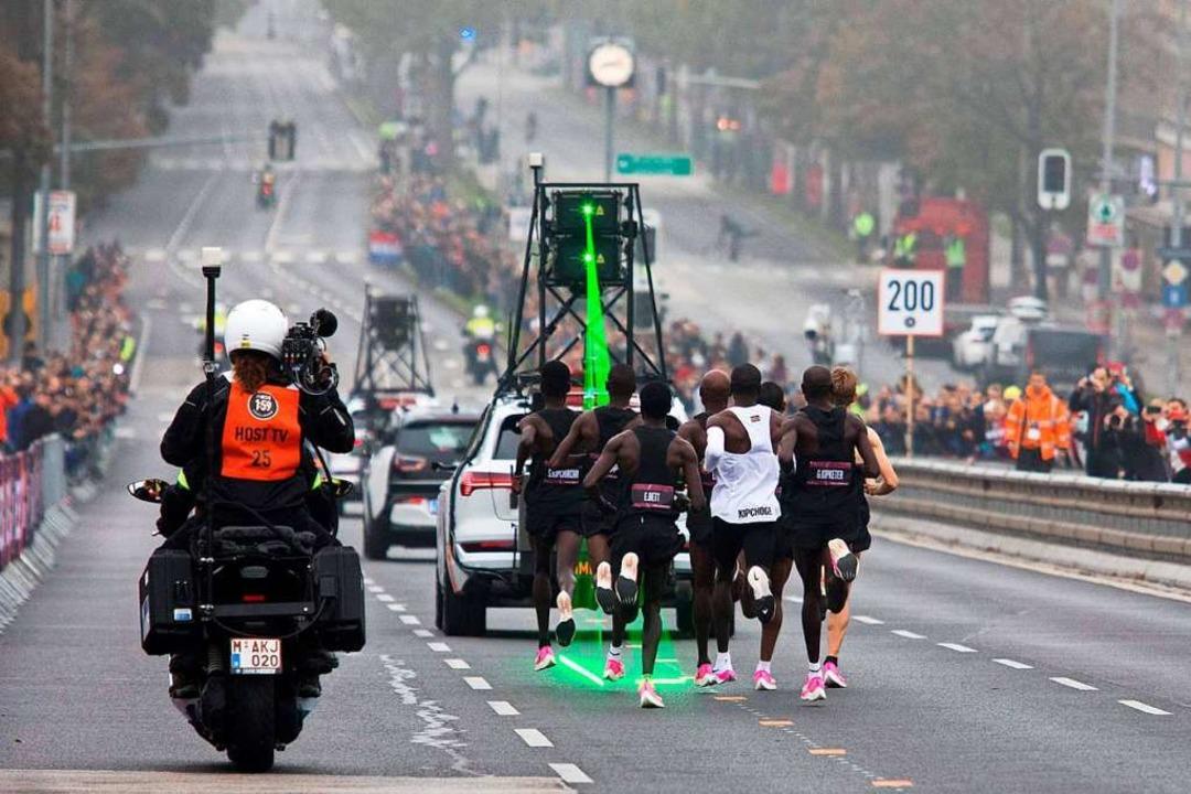 Ein Rekord mit Technik – und Tempomachern.    Foto: ALEX HALADA (AFP)