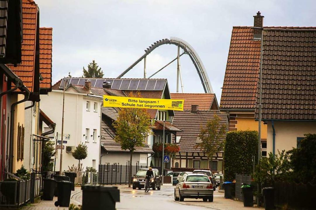 Der Europa-Park ist in Rust allgegenwä...s die Achterbahn Silver Star im Blick.    Foto: Sandra Decoux-Kone