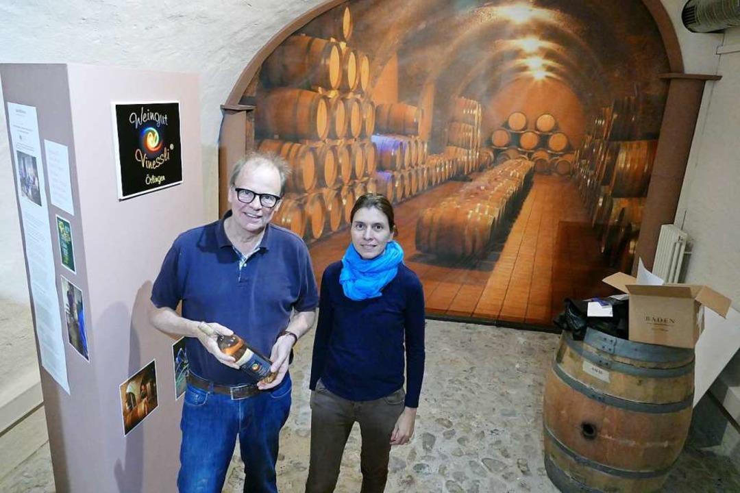 Arbeiten Hand in Hand: der Vorsitzende...rktung der Weiler Weine gewidmet  ist.  | Foto: Ulrich Senf