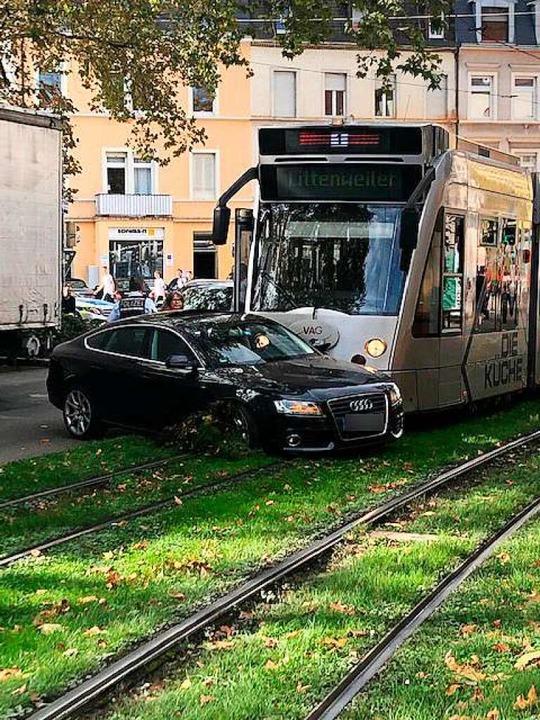 Der Unfallwagen war vor der Tram der L...n Richtung Littenweiler unterwegs war.  | Foto: Leserfoto