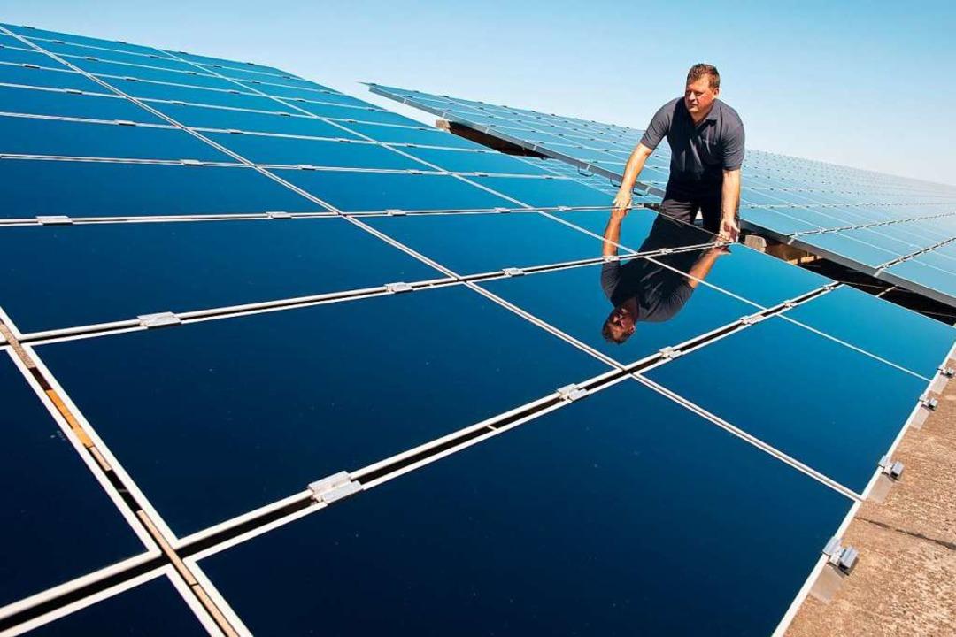 Der Landkreis möchte mehr PV-Anlagen auf die Dächer von Gebäuden bringen.    Foto: Patrick Pleul