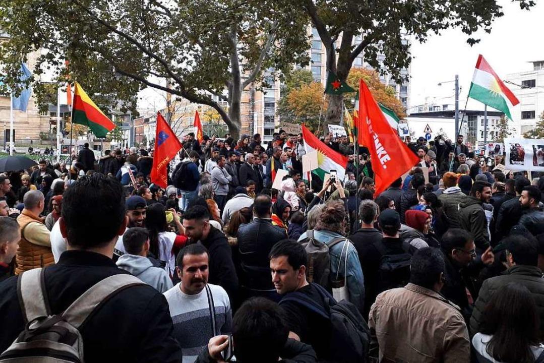 Rund 500 Menschen demonstrierten gegen  die türkische Politik.  | Foto: Fabian Vögtle