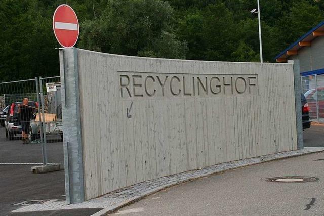 Verkettung unglücklicher Umstände führt dazu, dass Bürger auf Recyclinghof eingesperrt werden
