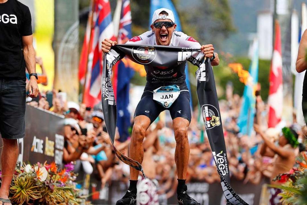 Jan Frodeno gewinnt nach 2015 und 2016...dären Ironman dreimal gewinnen konnte.  | Foto: Marco Garcia (dpa)