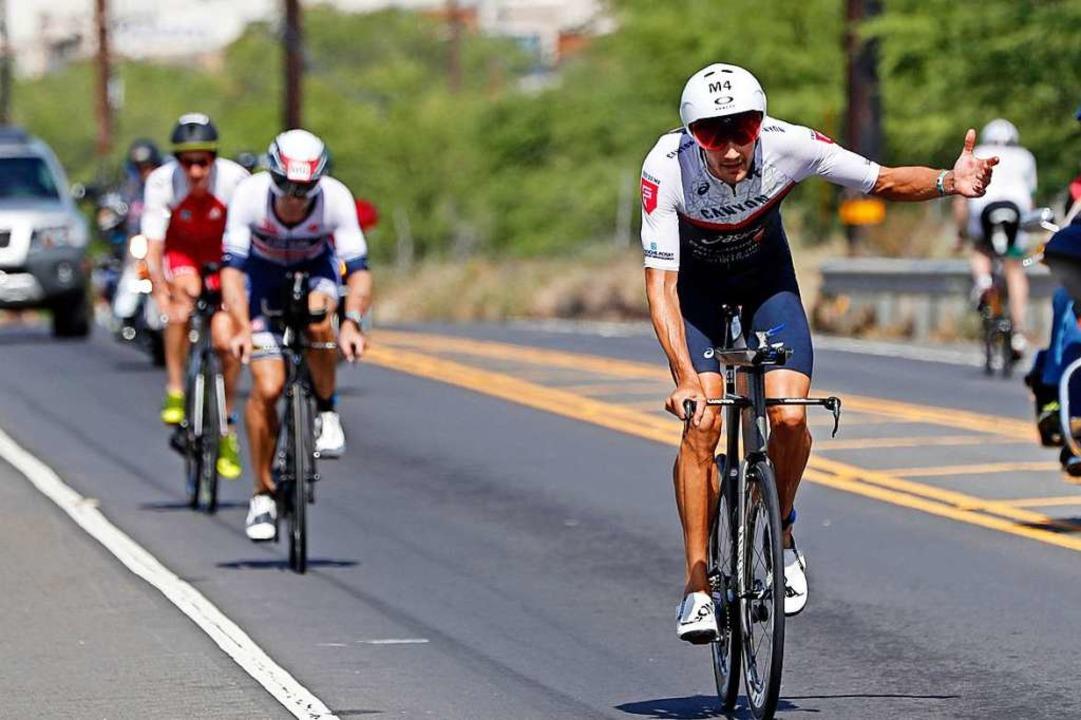Jan Frodeno, Ironman-WM-Sieger 2019, rast allen davon.  | Foto: Marco Garcia (dpa)