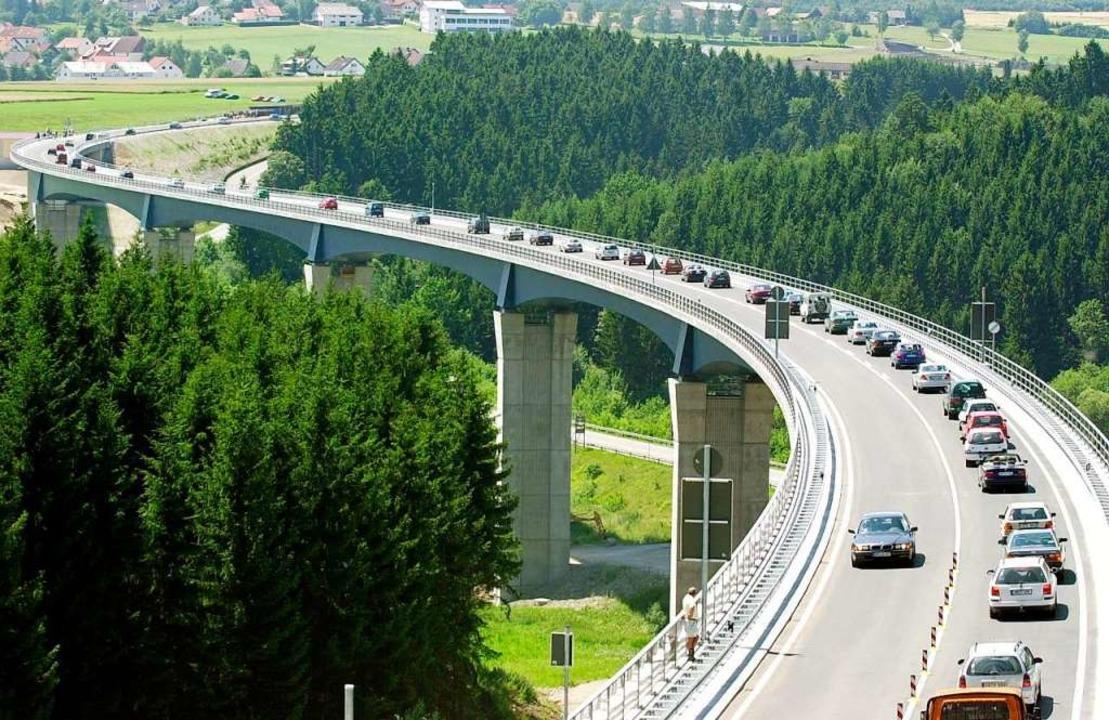 Die ersten Autos rollen über die Gauch..., der am 23. Juli 2002 eröffnet wurde.  | Foto: Rolf_Haid