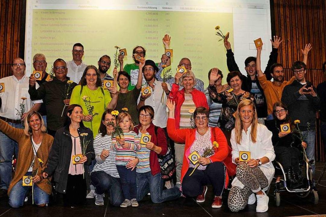 So sehen Gewinner aus: Ihre Projektvor...ts) Koordinationsstelle ist zufrieden.    Foto: Bettina Schaller