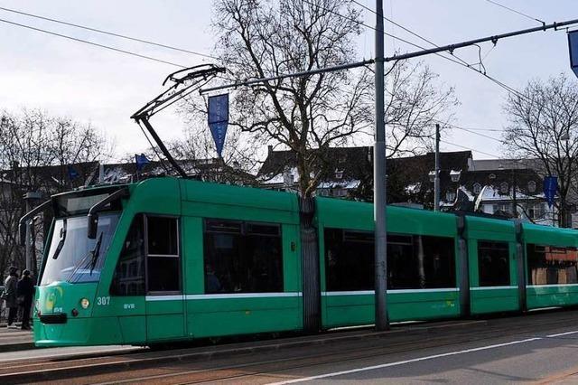 Beim Zusammenstoß einer Tram mit einem Bus in Basel werden 17 Menschen verletzt
