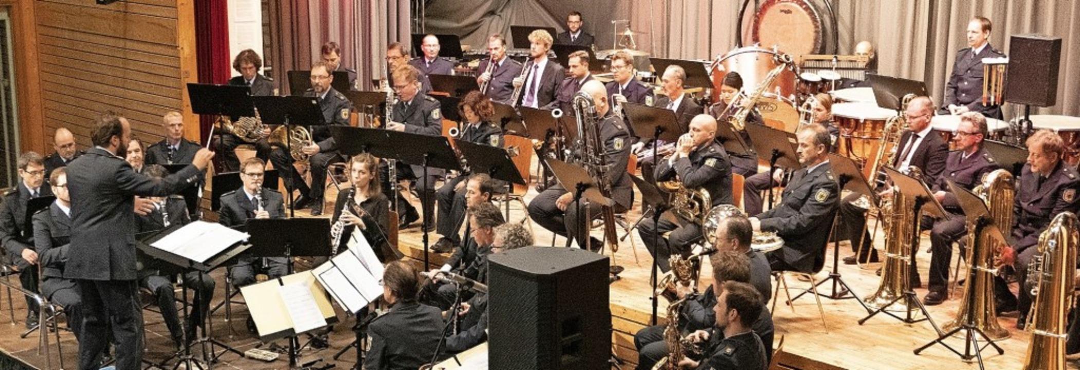 Das Bundespolizeiorchester ist ein  fu...er in allen Stilrichtungen begeistert.  | Foto: Christiane Breuer