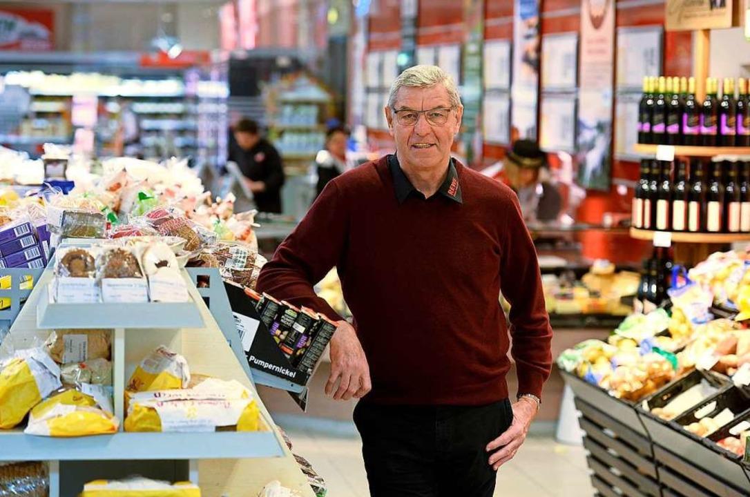 Dieter Schneider beschäftigt 300 Mensc...t täglich Tausende mit Lebensmitteln.   | Foto: Ingo Schneider