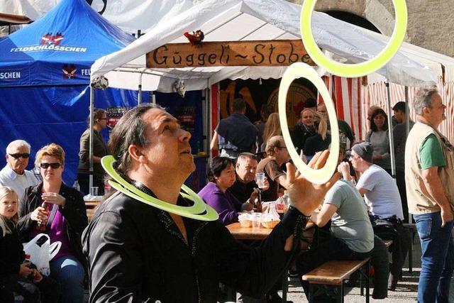 Kaiserwetter lockt Tausende in beide Laufenburg