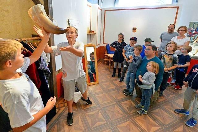 Eine historische Römergruppe trat im Freiburger Colombischlössle auf