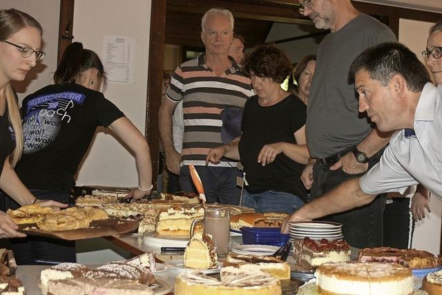 Ansturm am Kuchenbüffet