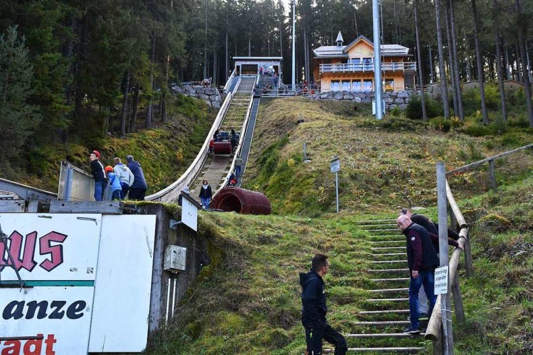 Blick zum Anlaufturm und zum  neuen Ge...arzwaldhaus konnte besichtigt werden.   | Foto: Thomas Biniossek