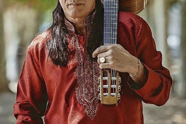 Vier Gitarristen zelebrieren leidenschaftliche Saitensprünge