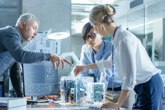 Neuer Beschäftigungsrekord – Trotz Konjunkturflaute: Nachfrage nach Ingenieuren bleibt in allen Bereichen hoch