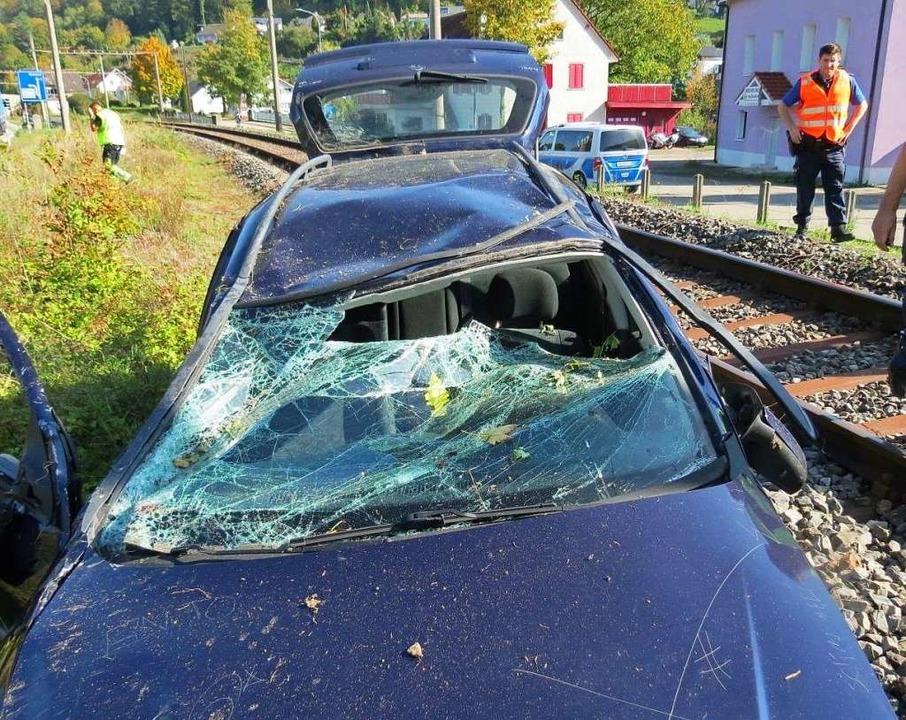 Nach dem Unfall mit Überschlag eines A... die Bahnlinie bei Rheinsulz gesperrt.  | Foto: Kantonspolizei