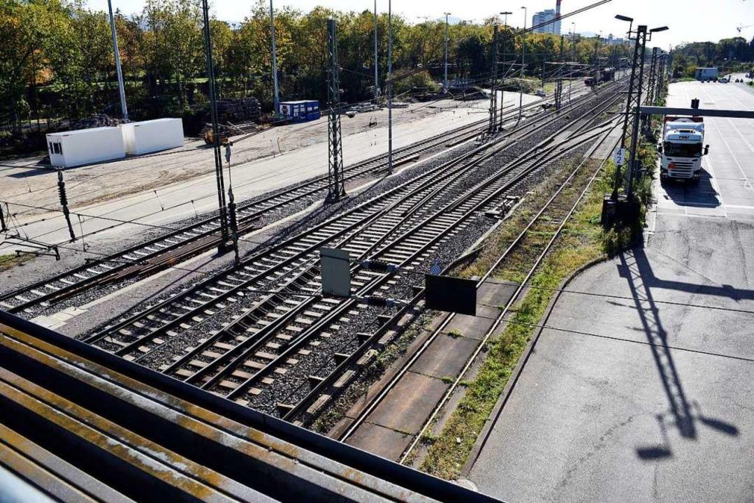 Lkw, Züge und Baulärm machen den Anwohnern zu schaffen.  | Foto: Thomas Kunz