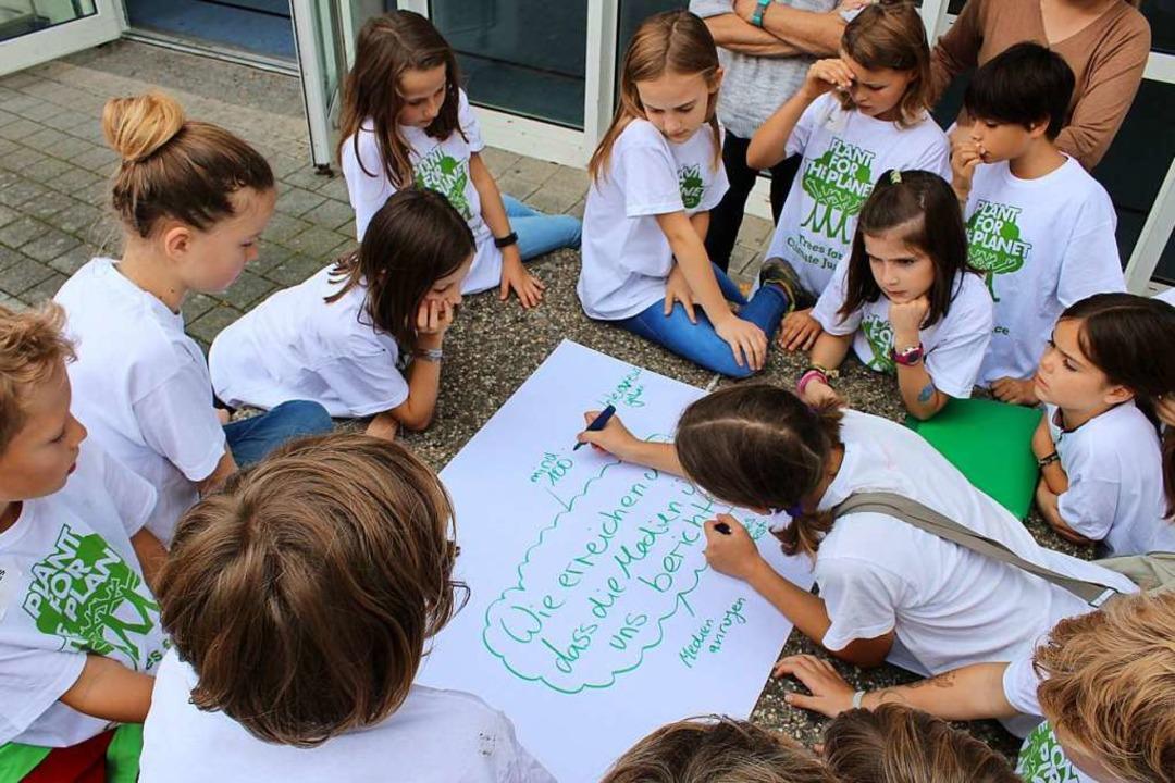 In Workshops und Vorträgen bilden sich...tschaftern für Klimagerechtigkeit aus.  | Foto: Erich Krieger