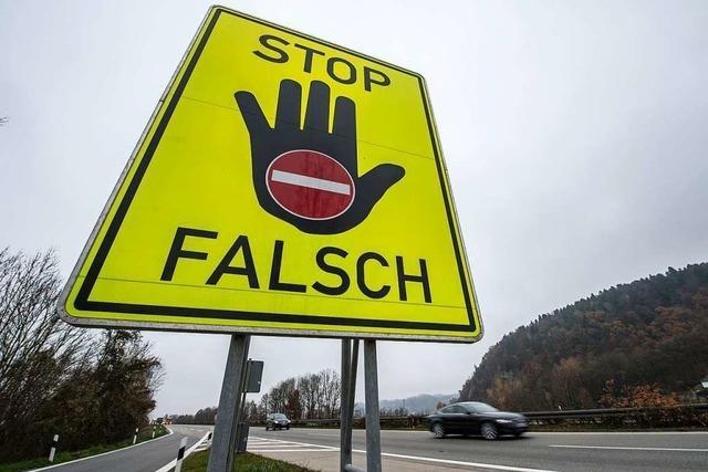 84-jährige Falschfahrerin wendet auf der Autobahn bei Lörrach ihr Auto
