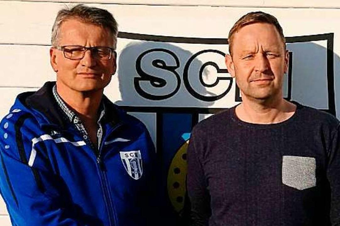 Friedrich Fiand (links), Zweiter Vorsi...C Mengen, und Christoph Schmidthäusler    Foto: Sc Mengen