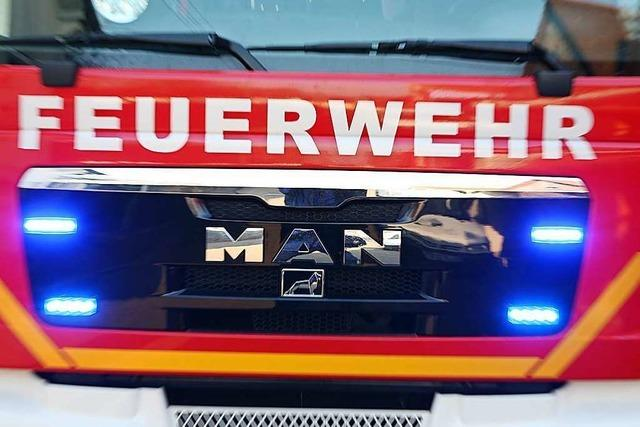 Auto brennt in der Nacht auf Dienstag in der Freiburger Wiehre völlig aus